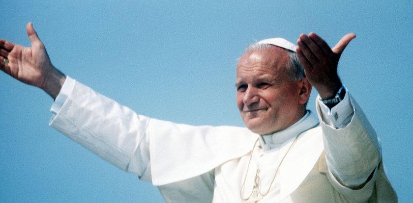 """Pamiętniki """"kochanki"""" papieża. Gmyz o tym, jak chcieli pogrążyć JP II!"""