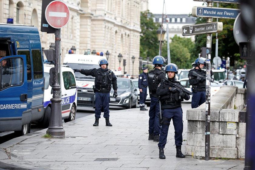 Francja. Atak na policjanta w Paryżu. Sprawca zaatakował młotkiem