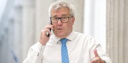 Ktoś ostrzelał biuro Czarneckiego?! Polityk pokazał niepokojące zdjęcie