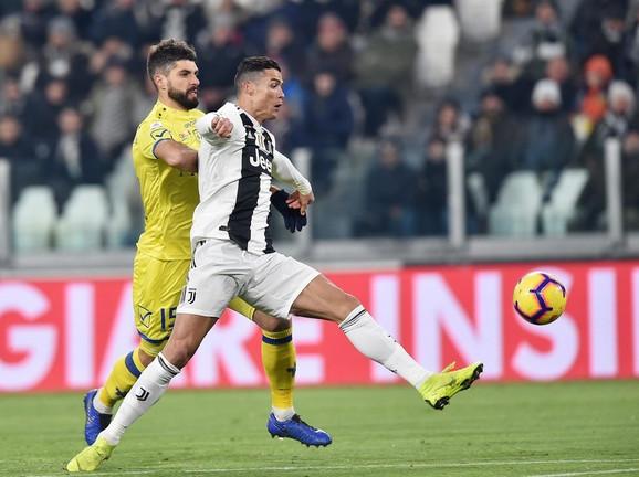 Luka Rosetini u duelu sa Kristijanom Ronaldom