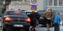Minister wozi dzieci służbową limuzyną