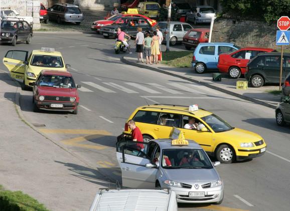 Taksisti ističu da bi jedinstveni cenovnik svima dao podjednaku šansu da zarade: Stajalište u podnožju Tvrđave
