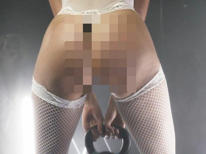 Video koji gazi sve granice: Manekenka pokazala zadnjicu, a i još neke VEOMA SPORNE DETALJE