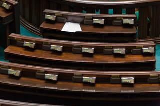 Posłowie dodali do regulaminu Sejmu zapisy o postępowaniu ws. stanów nadzwyczajnych