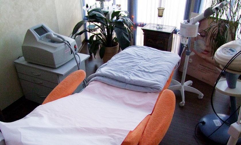 kosmetyczka salon kosmetyczny łóżko zabiegi