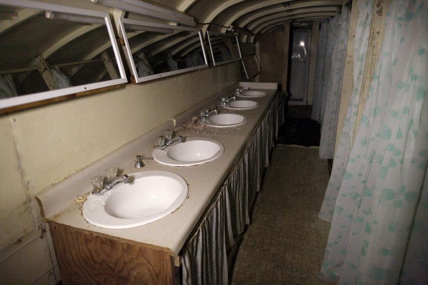 Buduje to od 40 lat. Wykorzystał stare autobusy