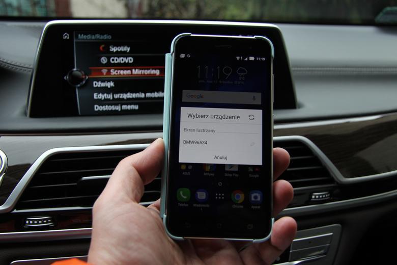 W smartfonie pojawi się lista wykrytych urządzeń na których można wyświetlić programy z telefonu