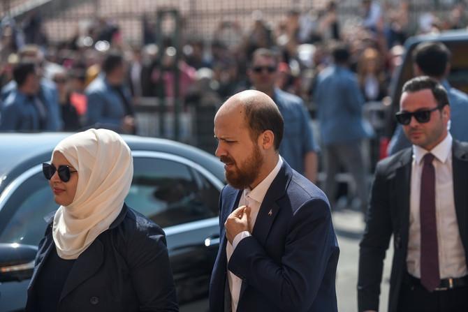 Bilal Erdogan sa suprugom