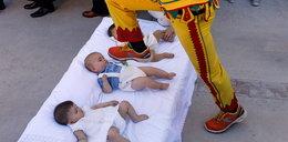 Niebezpieczna hiszpańska tradycja. Skaczą nad głowami dzieci!