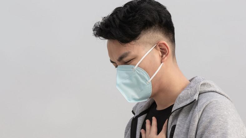 Mężczyzna w maseczce na twarzy. Epidemia