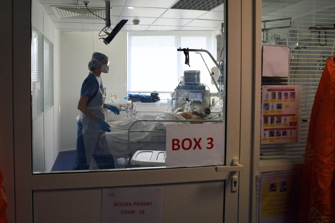 Pogled na sobu sa pacijentom na respiratoru