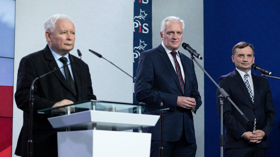 Jarosław Kaczyński, Jarosław Gowin i Zbigniew Ziobro poinformowali o nowej umowie koalicyjnej