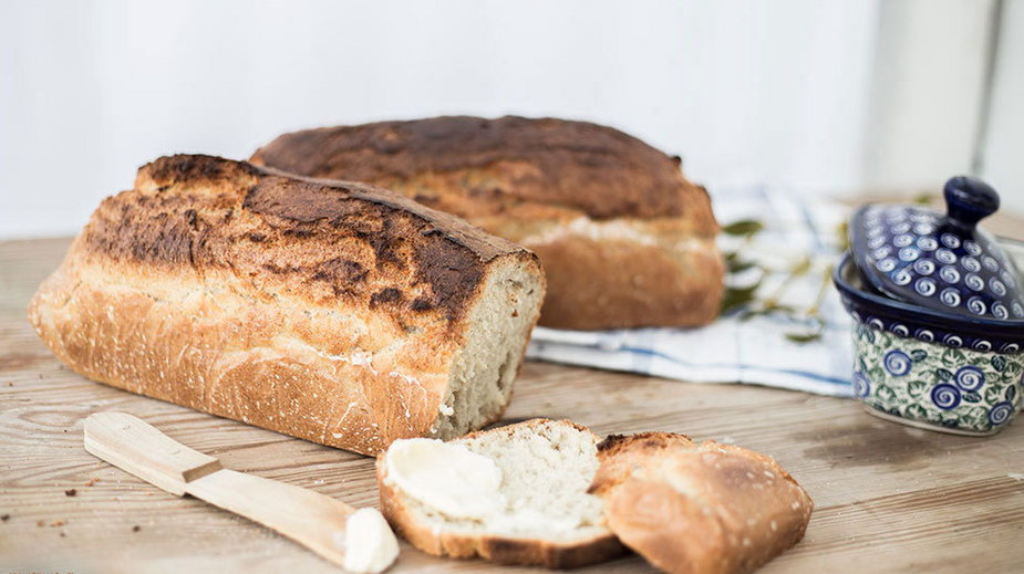 Domowy chleb z chrupką skórką