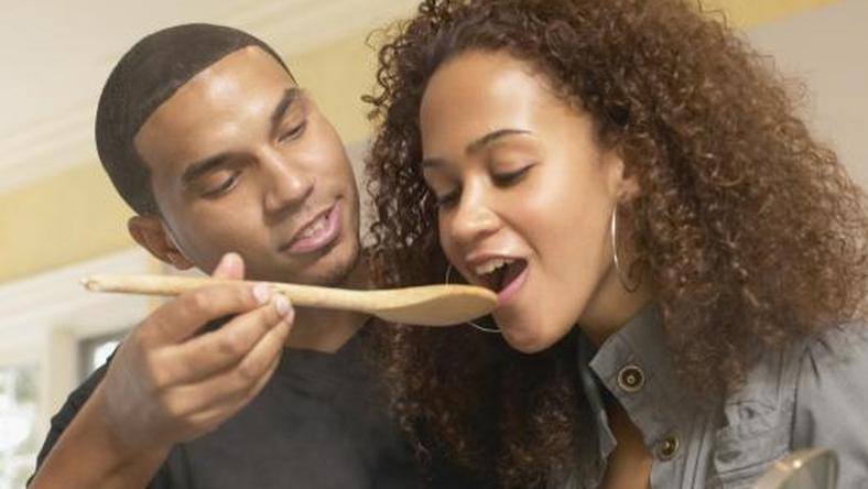 5 kitchen skills men should have to impress his woman
