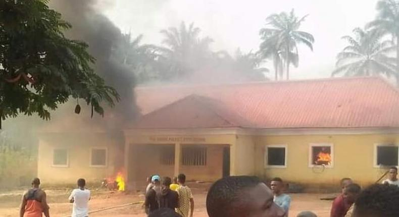 5 officers feared dead as gunmen attack another Police Division in Enugu. [herald]