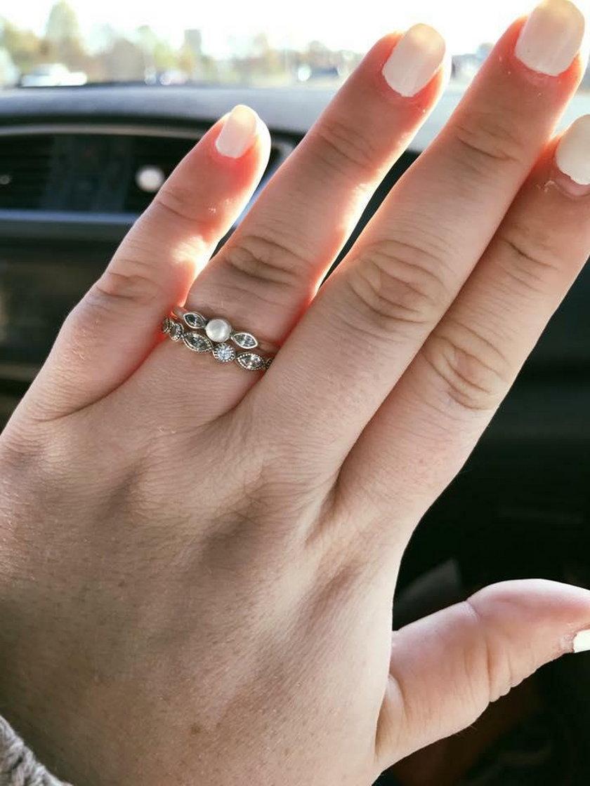 Pierścionek zaręczynowy za 130 dolarów