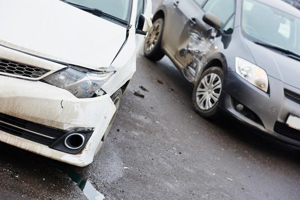 Problemy związane z likwidacją szkód w przypadku leasingowanych aut powinny być rozstrzygane w ramach rozliczeń między finansującym a korzystającym