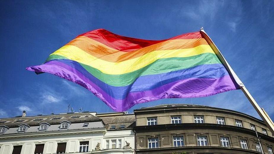 Tarnów włączył się w kampanię LGBT+ja. Kuria krytykuje