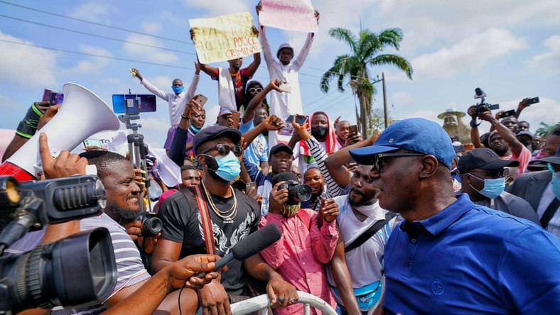 Lagos State governor, Mr Babajide Sanwo-Olu joined protesters to condemn police brutality in Nigeria.   [Twitter/@gboyegaakosile]