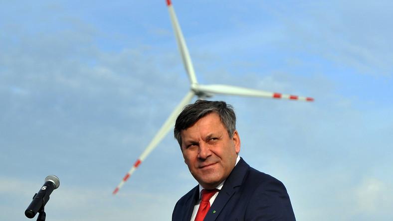 Janusz Piechociński podczas uroczystości otwarcia farmy wiatrowej w miejscowości Karwice