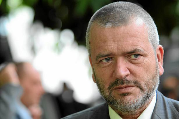 Dariusz Filar, ekonomista, profesor Uniwersytetu Gdańskiego. W latach 2004–2010 był członkiem Rady Polityki Pieniężnej. Później wszedł w skład Rady Gospodarczej premiera Donalda Tuska, był też członkiem rad nadzorczych spółek giełdowych (PZU, Pekao, BGŻ, Best)