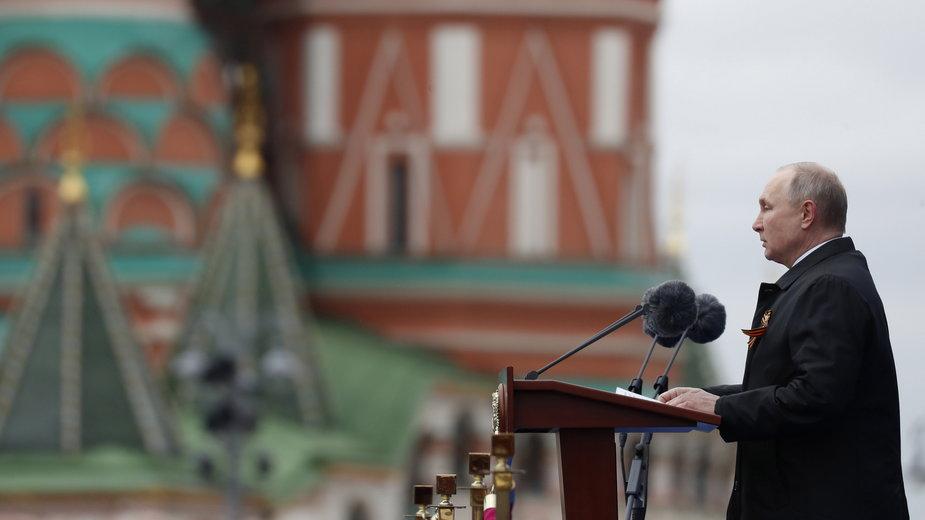 Putin przemawia podczas parady z okazji Dnia Zwycięstwa w Moskwie