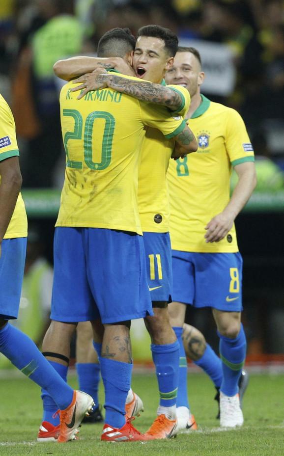 Fudbaleri Brazila slave pogodak