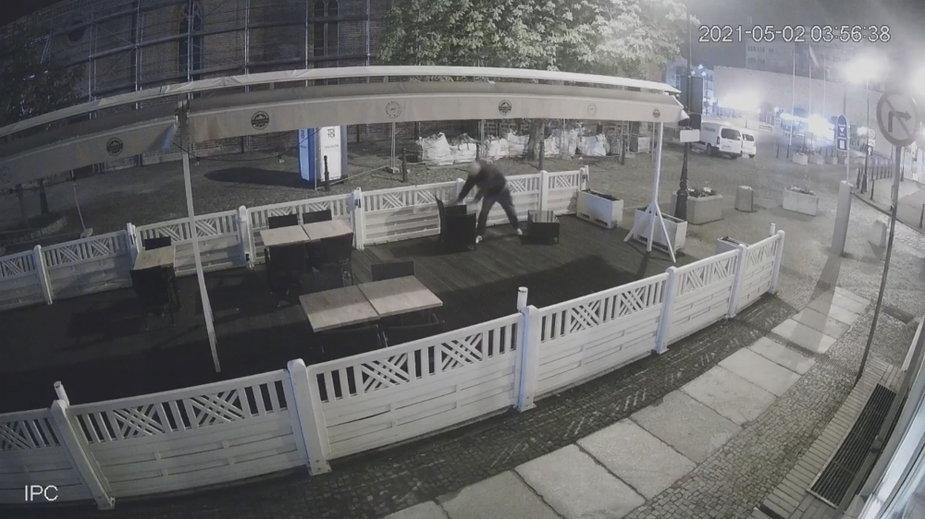 Kamery zarejestrowały moment kradzieży