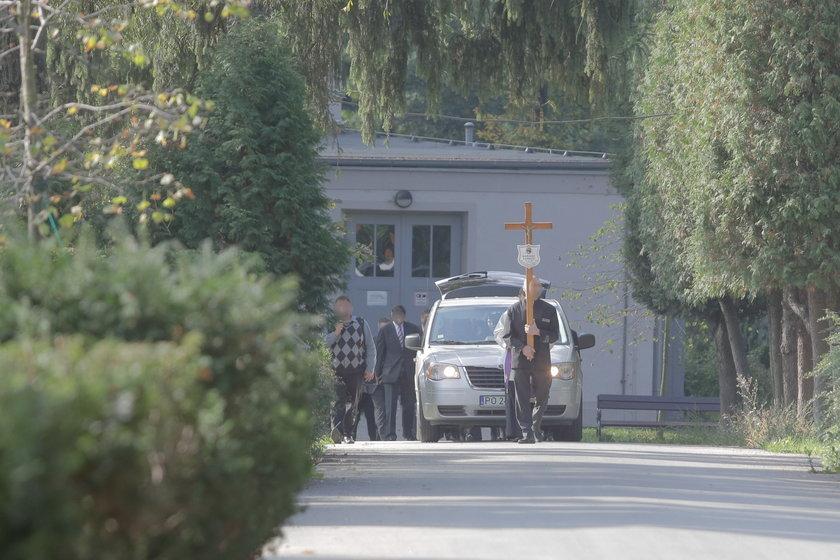 Pogrzeb Mariusza, 37-latka pobitego przez ochroniarza we Wrocławiu