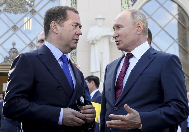 Dmitrij Medvedev i Vladimir Putin