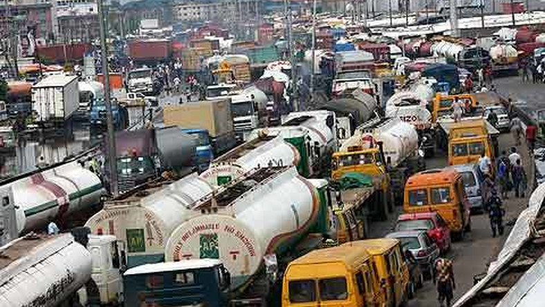 Tankers and trailers on Apapa-Oshodi expressway (Punch)