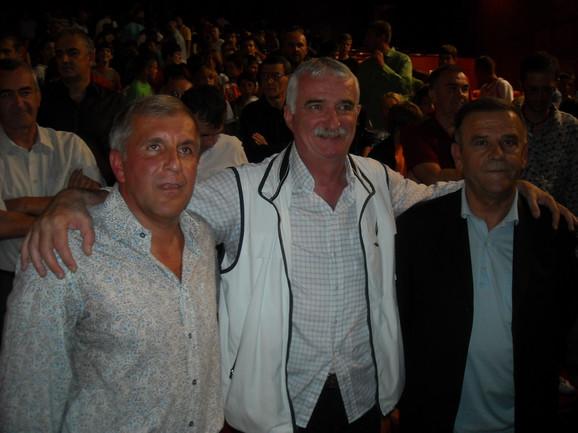 Dragan Kićanović (u sredini), u društvu Željka Obradovića i Radmila Mišovića