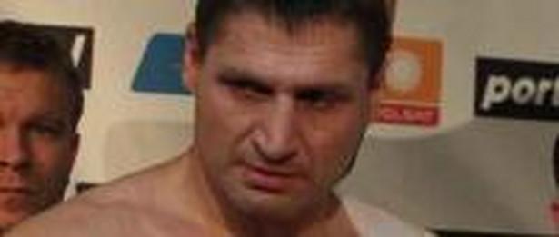 """""""Może boks już nie jest dla mnie"""" - zastanawiał się 41-letni zawodnik, który sprawiał wrażenie załamanego porażką. Foto: PAP"""