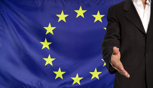 W maju 2018 r. Komisja Europejska zaproponowała projekt rozporządzenia, które daje jej możliwość zawnioskowania o zawieszenie wypłat unijnych funduszy dla krajów, w których problemy z systemem sądownictwa powodują zagrożenie dla unijnego budżetu