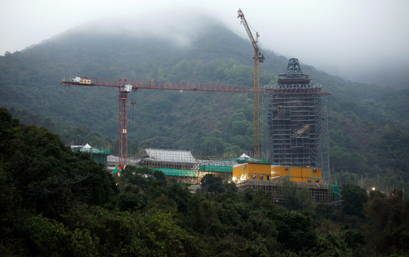 Priča se da će manastir C Šan sa džinovskom statuom Bude, čiji je izgradnju većim delom finansirao Li, biti poslednje počivalište tajkuna (na slici: rekonstrukcija statue 2012).