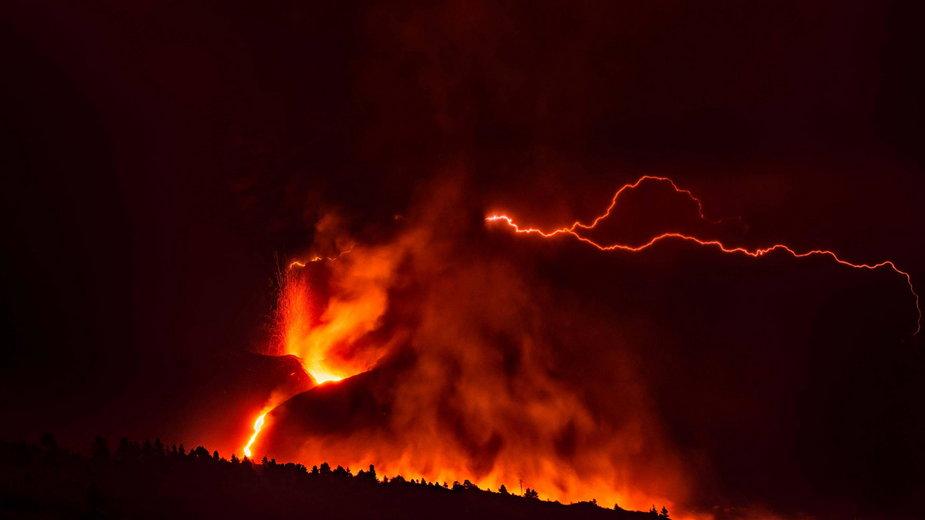 Pożar związany z erupcją wulkanu Cumbre Vieja