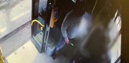 Atak nożownika w Krakowie. Wstrząsające nagranie z autobusu
