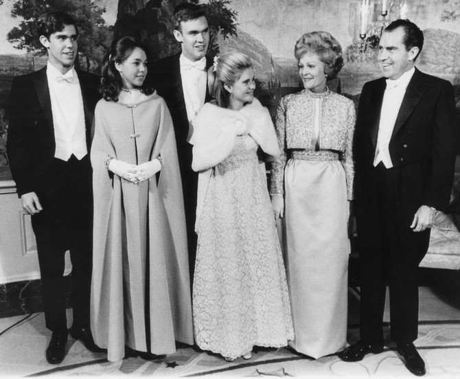 Dejvid Ajzenhauer, Džuli Nikson (Džuli Ajzenhauer), Daglas Rodžers, Trisija Nikson, prva dama i predsednik