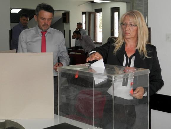 Presudila odbornica SNS Gordana Khouitar