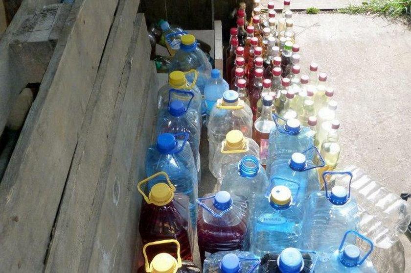 200 litrów nielegalnego alkoholu oraz ponad pół tysiąca litrów tzw. zacieru wpadło w ręce łomżyńskich celników