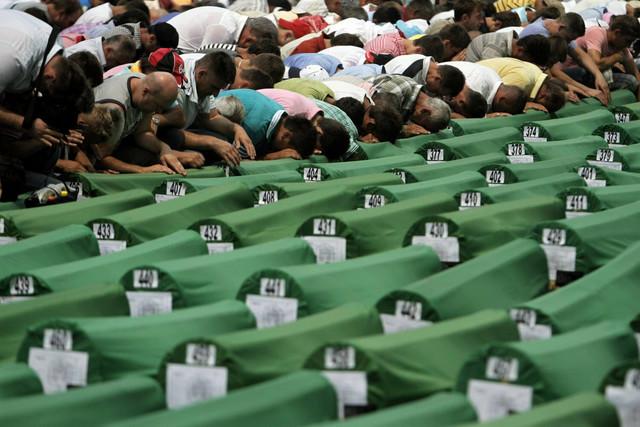 Sa jedne od prethodnih sahrana žrtava genocida u Srebrenici