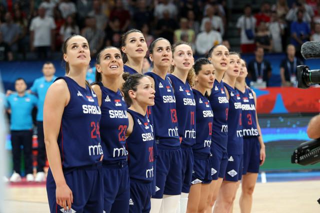 """Košarkašice Srbije slišaju himnu """"Bože pravde"""""""
