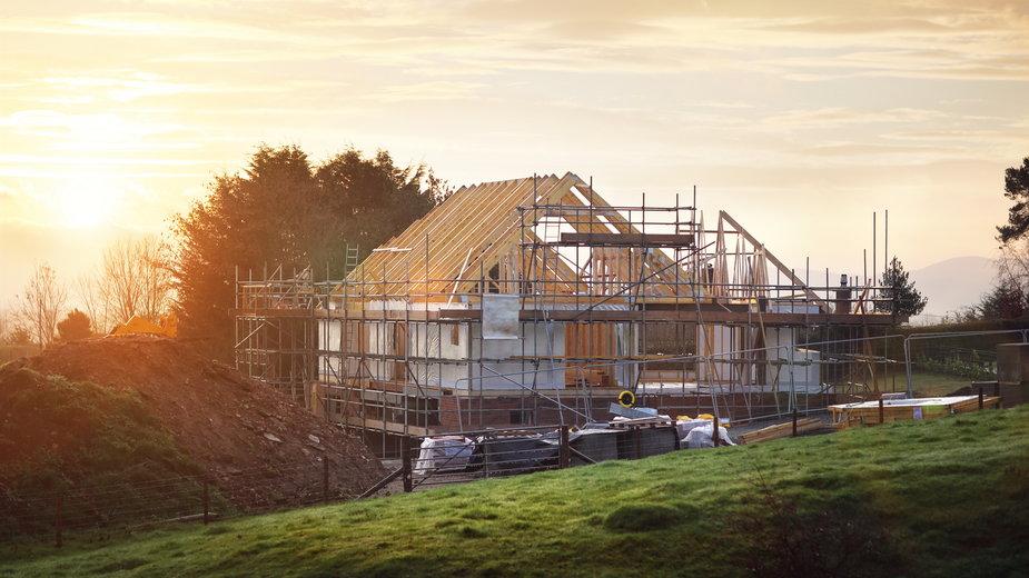 Jak dostosować projekt domu do działki?