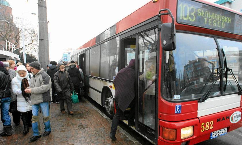 Gorzów. Pijany pasażer pogryzł kierowcę autobusu!