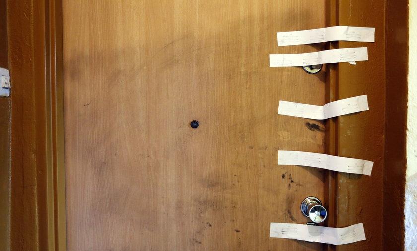 Drzwi zaplombowane przez Policję