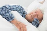 Star čovek spava profimedia-0170015048
