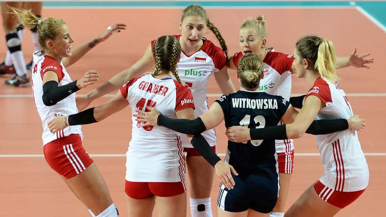 Polki cieszą się podczas meczu World Grand Prix II dywizji siatkarek z Peru