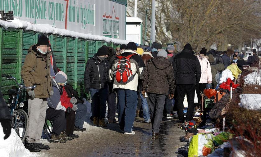 Niedziela 14 lutego przy rynku na gdańskim Przymorzu.
