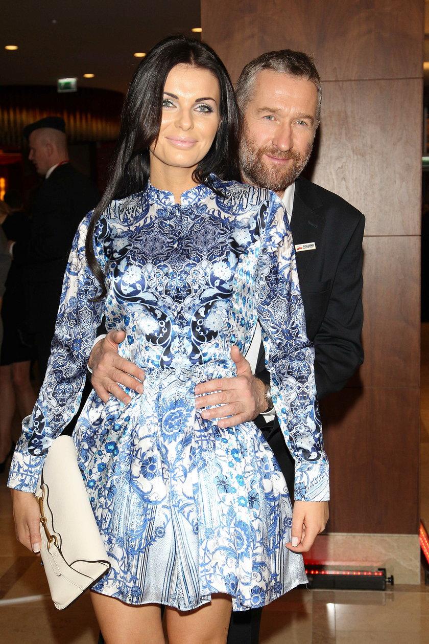 w takiej samej sukience pokazała się żona Rafała Sonika