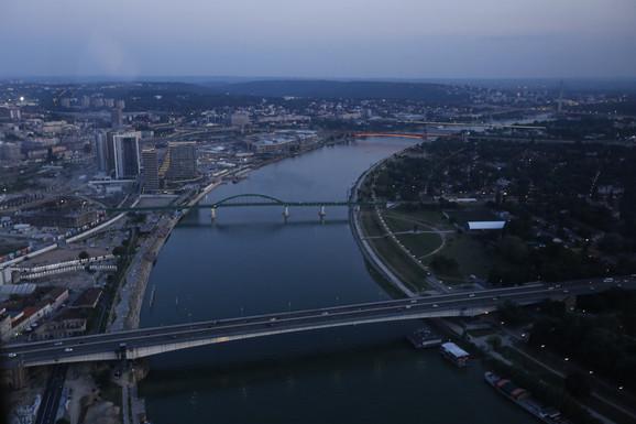 Nekada se na sličnom mestu nalazio Most Aleksandra prvog, danas Brankov